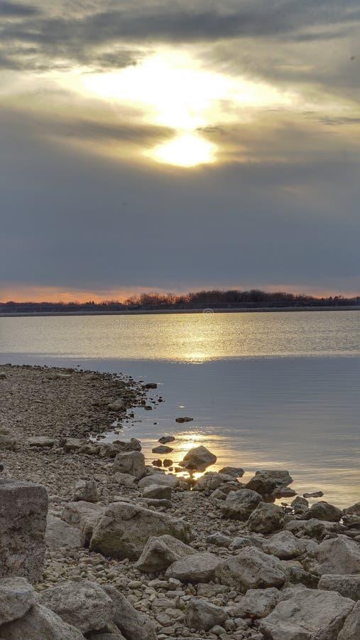 Sonnenuntergang auf dem See stockbilder