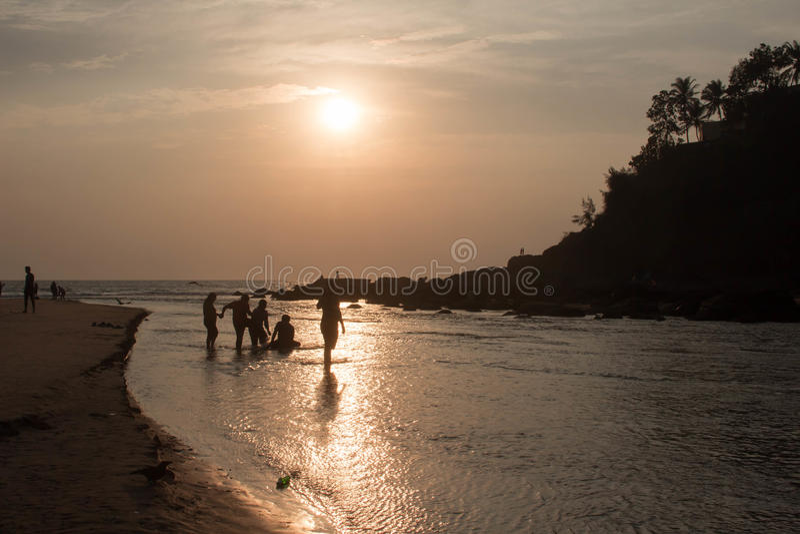 Sonnenuntergang auf dem Strand bei Indien lizenzfreies stockbild
