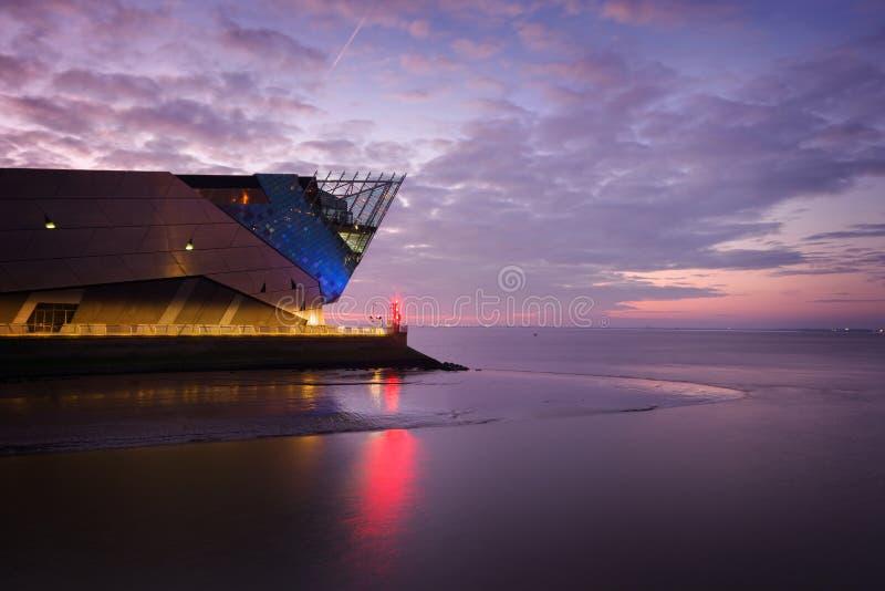 Sonnenuntergang auf dem tiefen Rumpf, England lizenzfreie stockfotos
