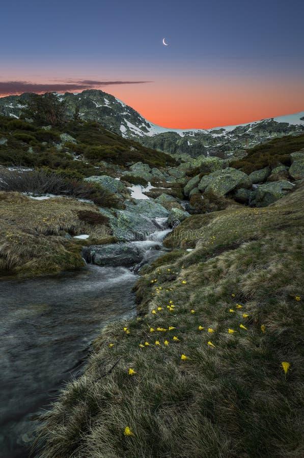 Sonnenuntergang auf den Bergen lizenzfreies stockbild