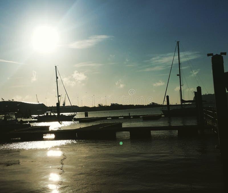 Sonnenuntergang auf den Docks lizenzfreies stockbild