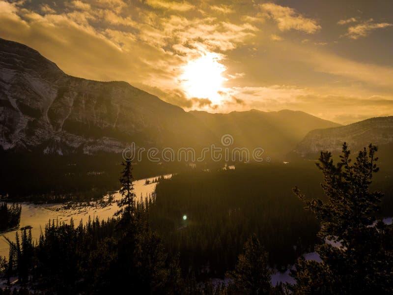 Sonnenuntergang auf den Kanadier Rocky Mountains stockbilder