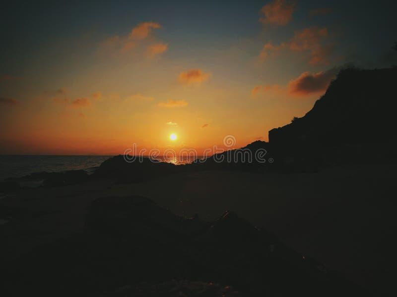 Sonnenuntergang auf den Meervietnamesen lizenzfreie stockfotografie