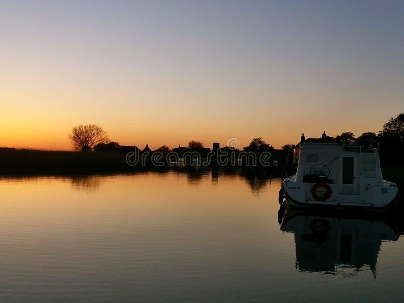 Sonnenuntergang auf den Norfolk-broads lizenzfreies stockfoto