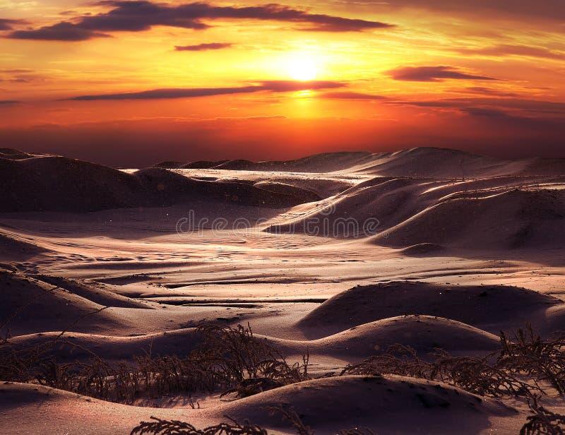 Sonnenuntergang auf der alten Grube stockbilder