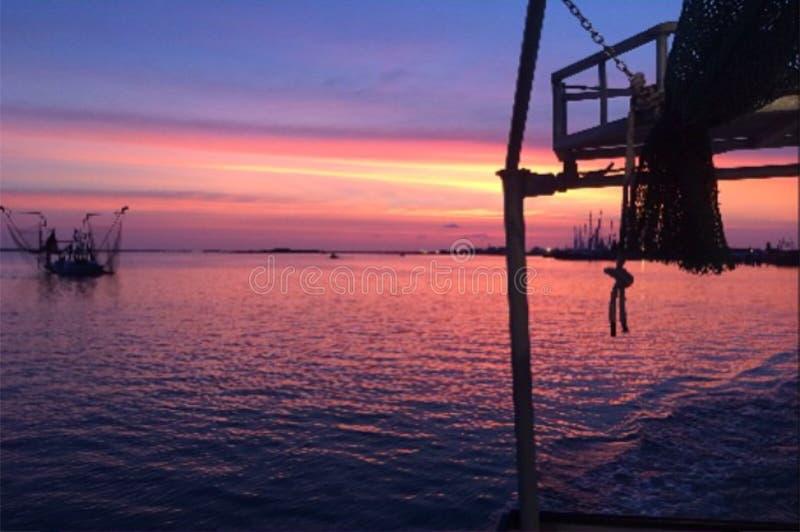 Sonnenuntergang auf der Bucht stockfotografie