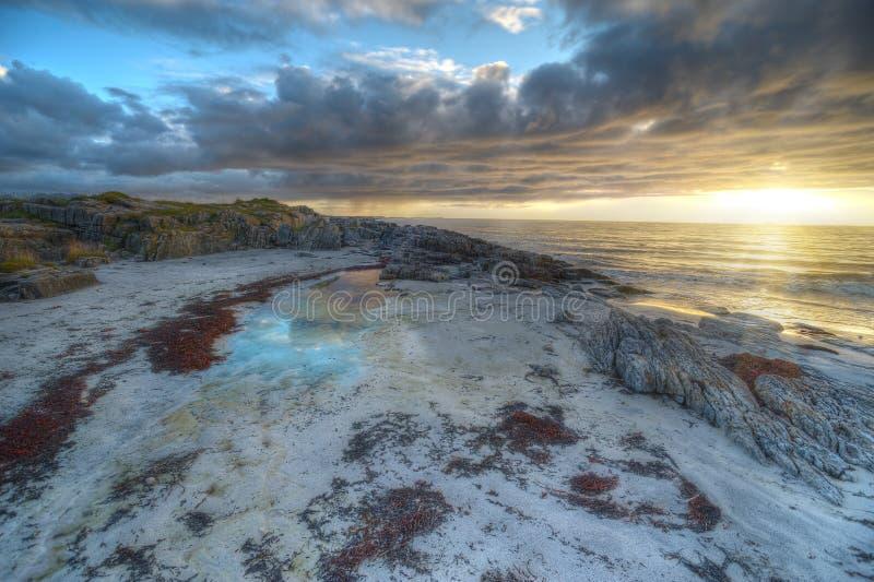 Sonnenuntergang auf der Küste von Andoya in Norwegen stockbilder