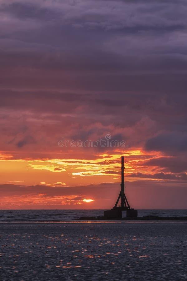 Sonnenuntergang auf der Küste von Cumbria im Vereinigten Königreich lizenzfreie stockfotografie