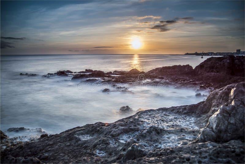 Sonnenuntergang auf der Küste von Teneriffa stockfotografie