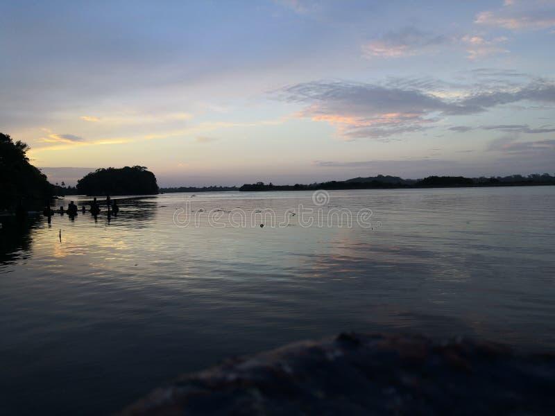 Sonnenuntergang auf der K?ste stockbilder
