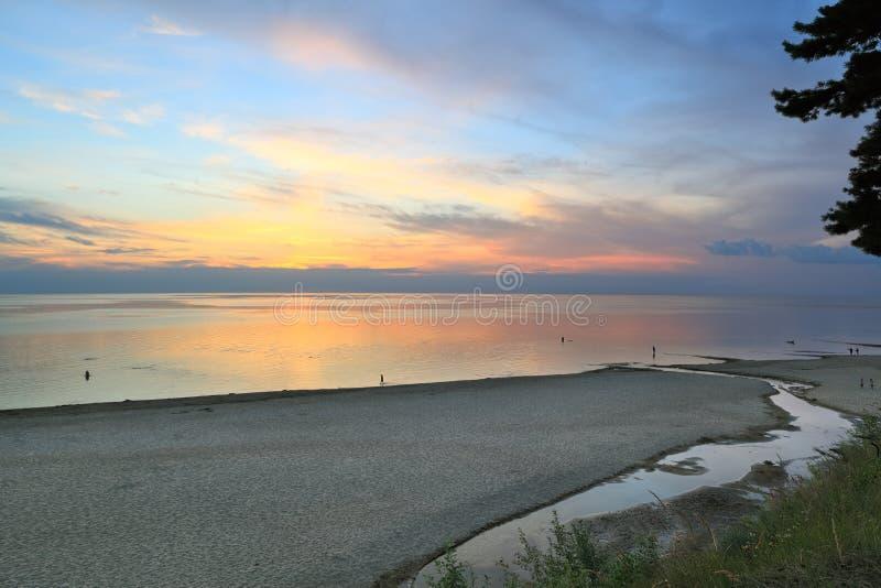 Sonnenuntergang auf der Ostsee, Saulkrasti (Lettland) stockbilder