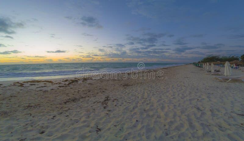 Sonnenuntergang auf der weißen Insel, Cancun Quintana Roo, Mexiko lizenzfreies stockbild