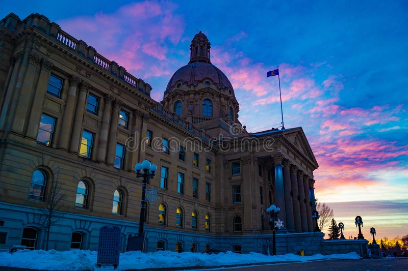 Sonnenuntergang auf Edmonton, Alberta, Canada& x27; s Alberta Legislature lizenzfreies stockbild