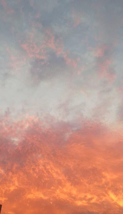 Sonnenuntergang auf einem Tagessommer stockfotos