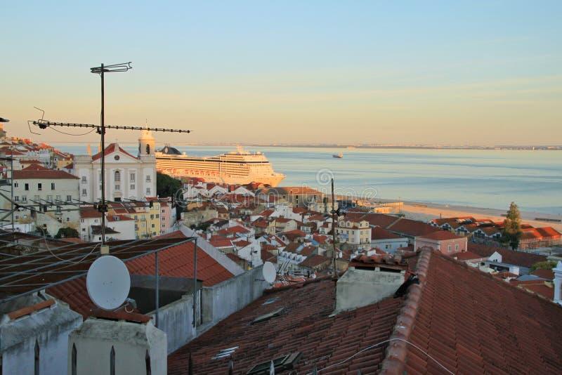 Lissabon Fluss sonnenuntergang auf fluss tejo lissabon stockfoto bild