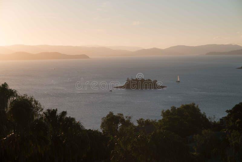 Sonnenuntergang auf Hamilton Island, Australien lizenzfreie stockbilder
