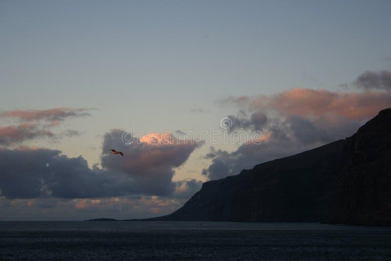 Sonnenuntergang auf Klippen lizenzfreies stockfoto