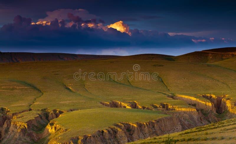 Sonnenuntergang auf Lös1hochebeneporzellan lizenzfreies stockfoto