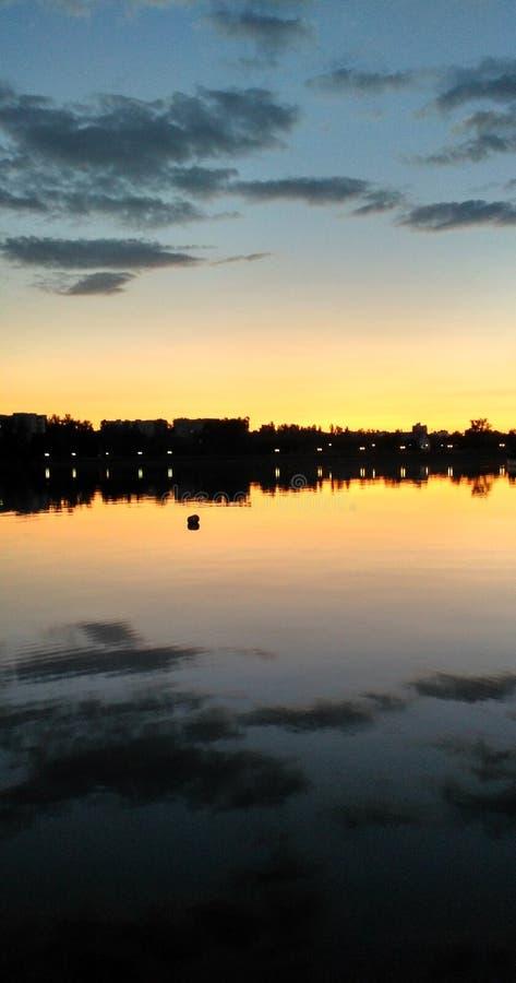 Download Sonnenuntergang auf lake_7 stockfoto. Bild von nachglut - 96927586