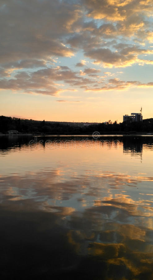 Download Sonnenuntergang auf lake_3 stockbild. Bild von tageslicht - 96927735