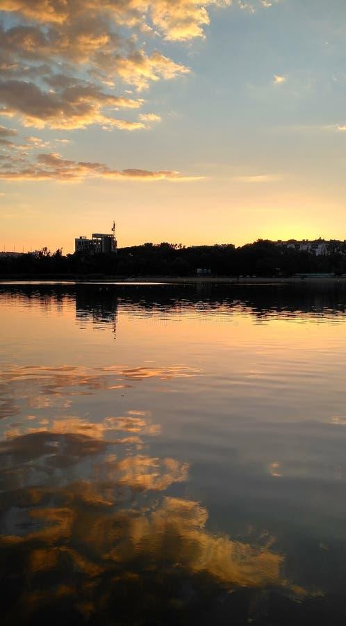 Download Sonnenuntergang auf lake_5 stockfoto. Bild von ozean - 96927746