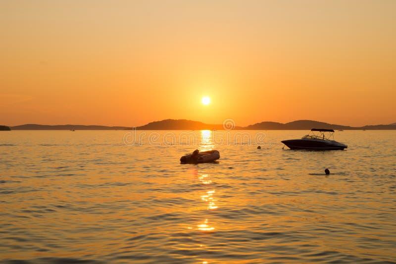 Sonnenuntergang auf Meer stockfoto