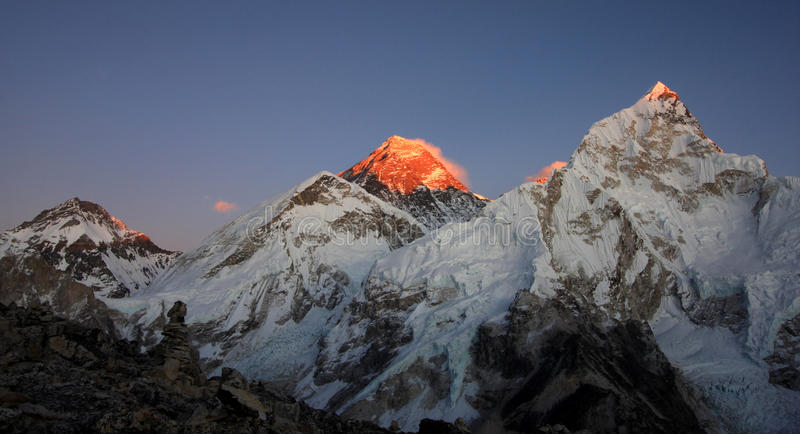Sonnenuntergang auf Mount Everest lizenzfreies stockbild
