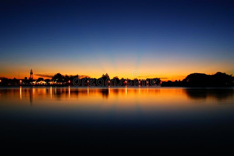 Sonnenuntergang auf See stockbilder