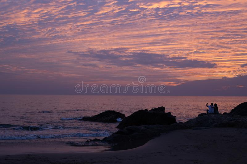 Sonnenuntergang auf Vagator-Strand stockbild
