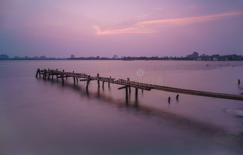 Sonnenuntergang auf Westsee lizenzfreies stockfoto