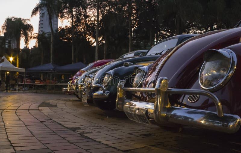 Sonnenuntergang-Auto-Ausstellung stockfoto