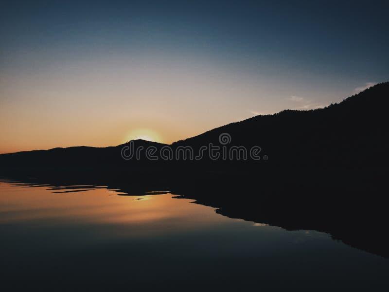 Sonnenuntergang baikal lizenzfreie stockbilder