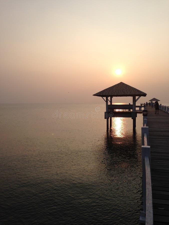 Sonnenuntergang @ Bangsean-Strand stockfotos