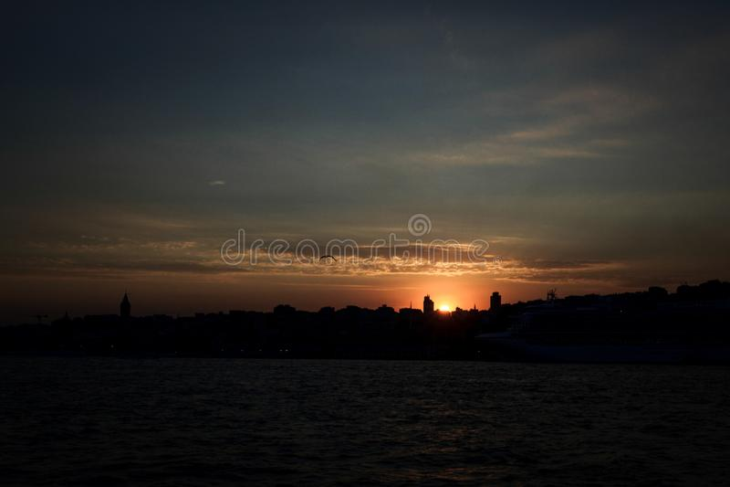 Sonnenuntergang bei Bosporus lizenzfreies stockbild