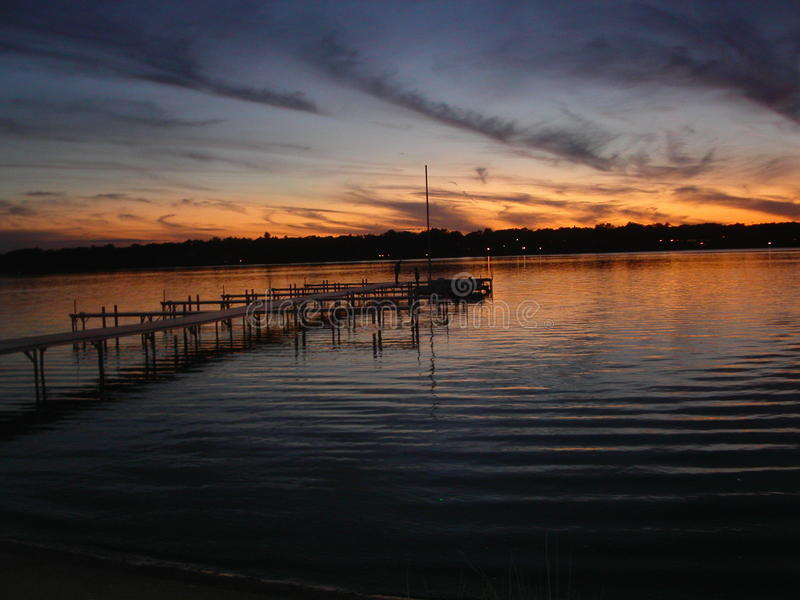 Sonnenuntergang bei Cedar Lake lizenzfreie stockbilder