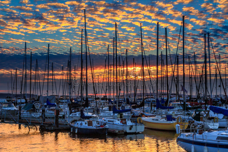 Sonnenuntergang bei Everett Marina, Washington State stockbild