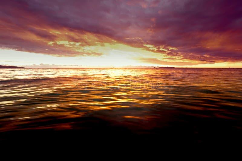 Sonnenuntergang bei Fidschi lizenzfreies stockfoto