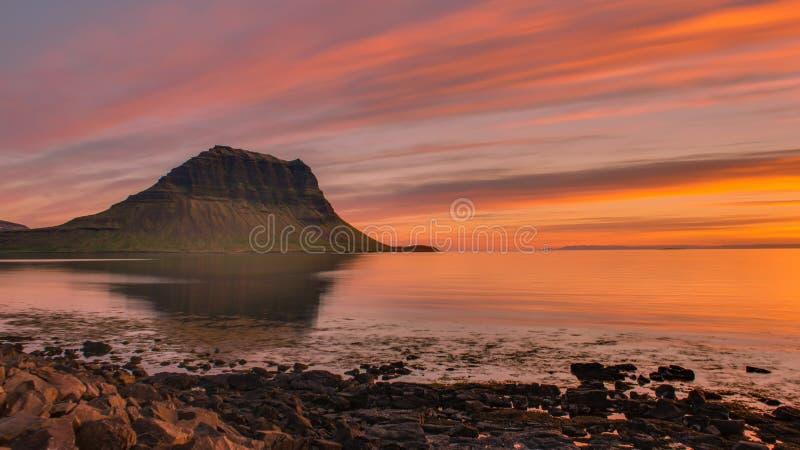 Sonnenuntergang bei Grundarfjordur stockfotos