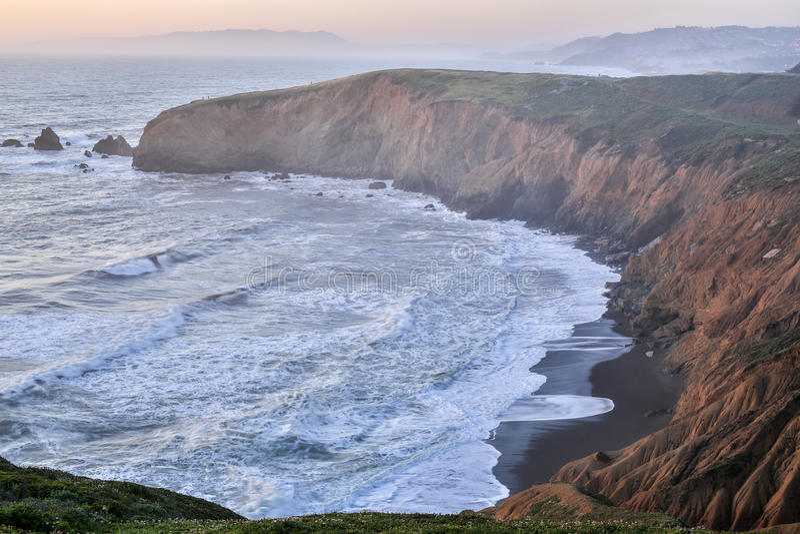 Sonnenuntergang bei Mori Point, Pacifica, San Mateo County, Kalifornien stockfotos