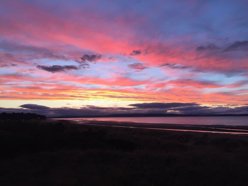 Sonnenuntergang bei Nairn lizenzfreie stockbilder