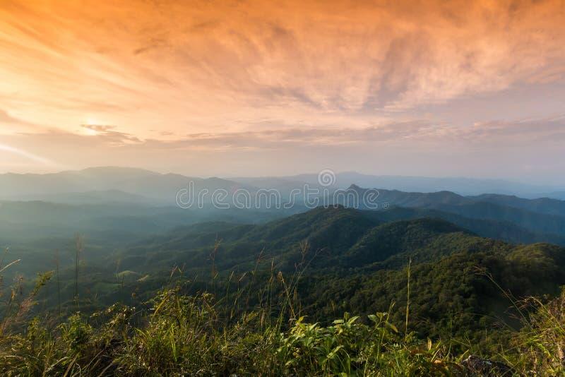 Sonnenuntergang bei Ngo Mon Viewpoint lizenzfreie stockbilder