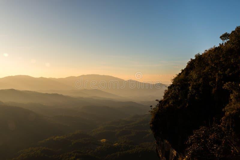 Sonnenuntergang bei Ngo Mon Viewpoint, Chiang Mai, Thailand lizenzfreies stockbild