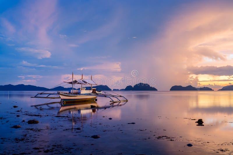 Sonnenuntergang bei Palawan, Philippinen stockfotos