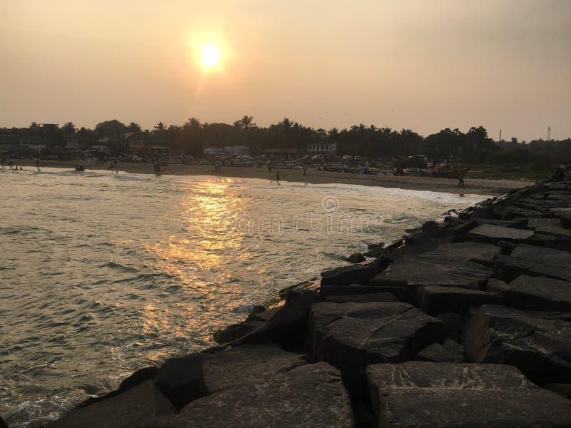 Sonnenuntergang bei Pondicherry lizenzfreie stockbilder