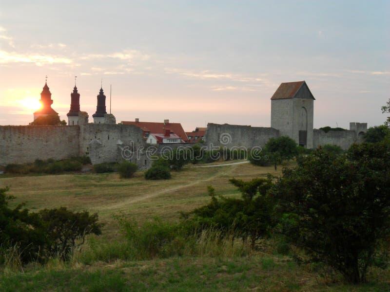 Sonnenuntergang bei Visby, Gotland, Sweeden lizenzfreie stockfotos