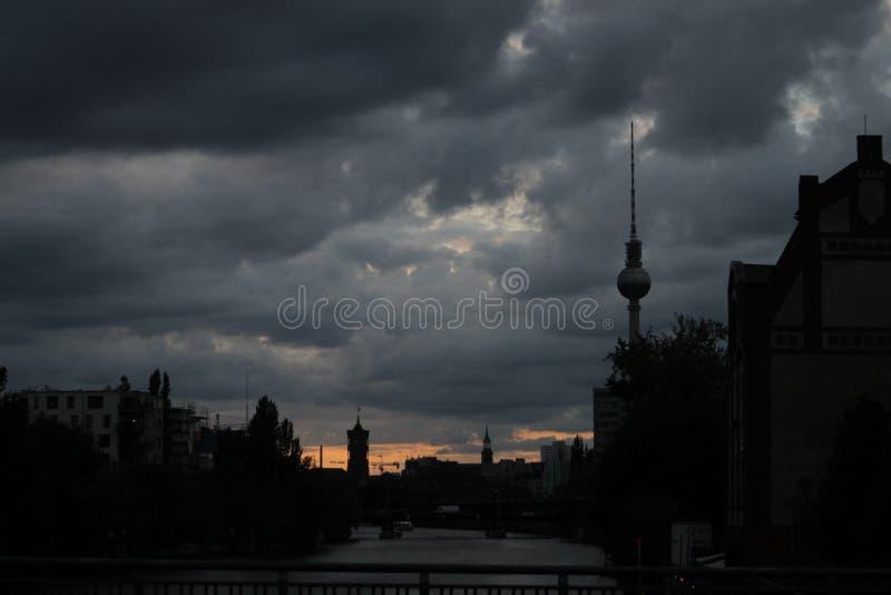 Sonnenuntergang in Berlin stockbilder
