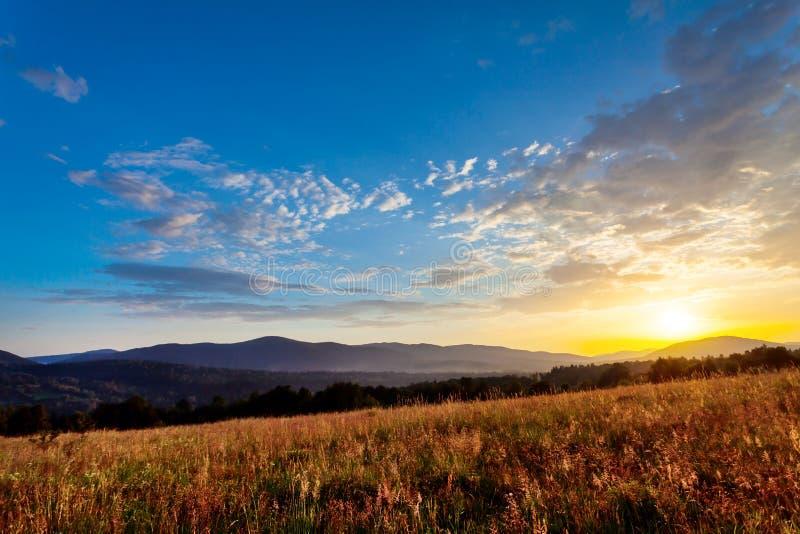 Sonnenuntergang in Bieszczady - Polen lizenzfreies stockbild