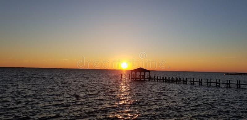 Sonnenuntergang-Bucht stockfotografie