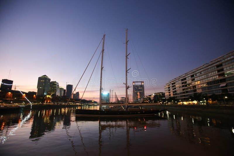 Sonnenuntergang in Buenos Aires lizenzfreie stockfotografie