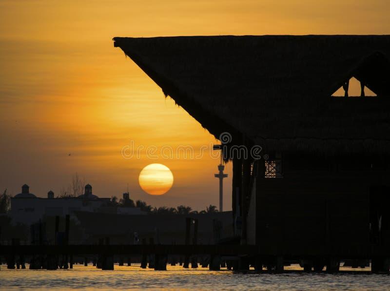 Sonnenuntergang in Cancun lizenzfreie stockfotos